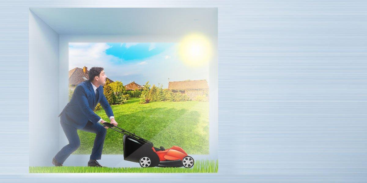 clone homme tondre la pelouse