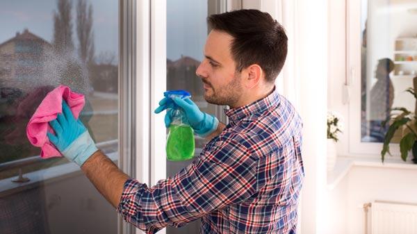 homme lave-vitre pour maman